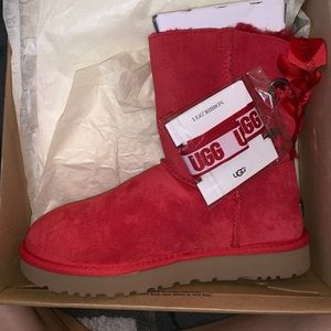 UGGS SIZE 8